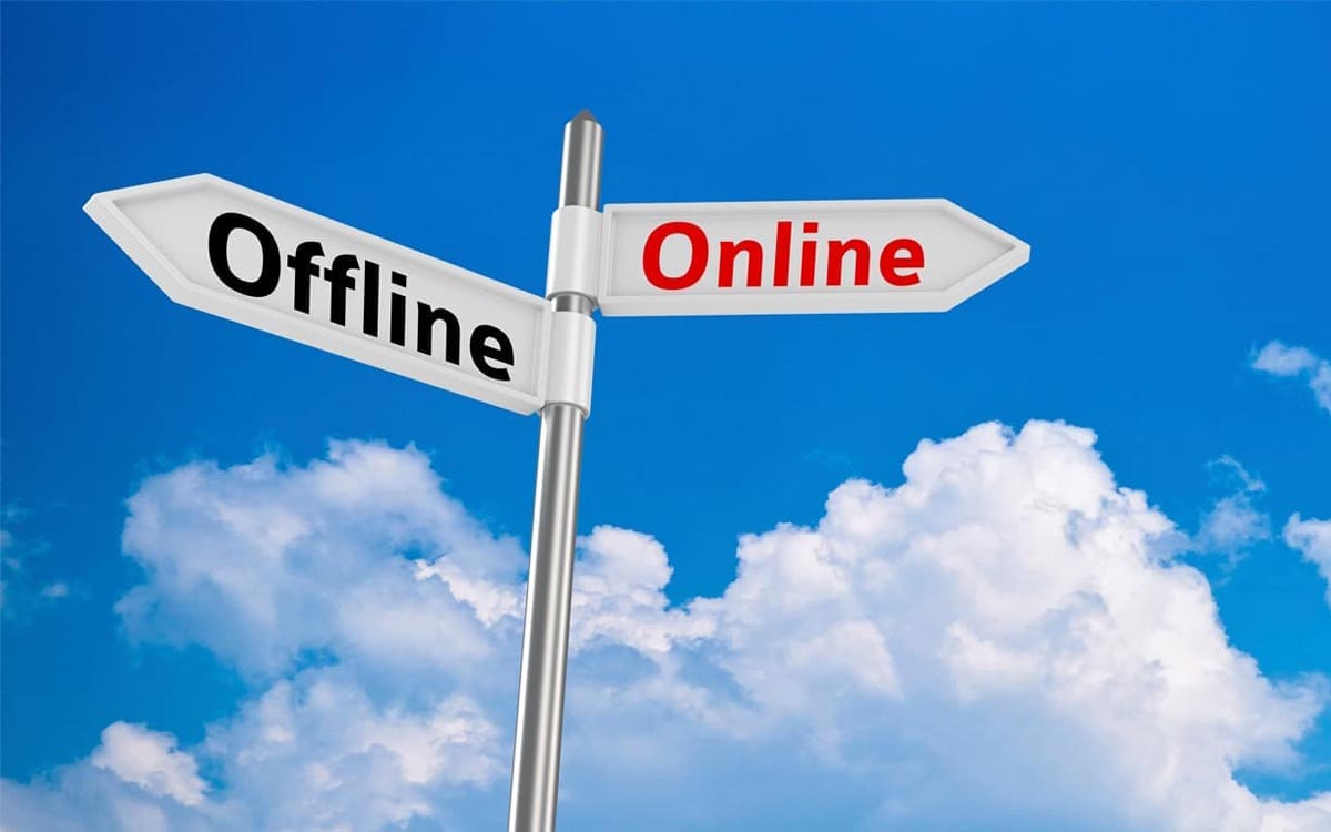 Продажі онлайн і офлайн